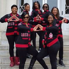 Mighty Divas of Delta Sigma Theta! What Is A Delta, Delta Sigma Theta Apparel, Sorority Pictures, Black Fraternities, Delta Girl, Omega Psi Phi, Sorority And Fraternity, Sorority Life, Greek Life