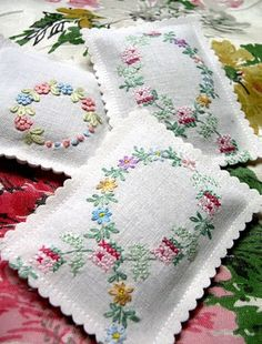 Lavender sachets made from bits of a vintage embroidery. via Into Vintage Vintage Embroidery, Vintage Sewing, Cross Stitch Embroidery, Hand Embroidery, Vintage Linen, Embroidery Monogram, Vintage Sheets, Christmas Embroidery, Lavender Bags