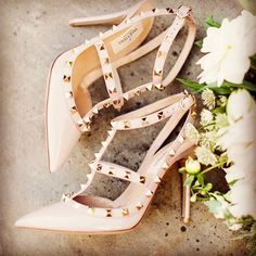 #tuesdayshoesday #valentinoshoes #nudeshoes #weddingshoes #weddingstyle #loveshoes