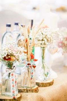 Slovak wedding with folklore decorations Wedding Venues, Wedding Ideas, Wedding Decorations, Table Decorations, Destination Wedding Photographer, Table Settings, Diy, Fotografia, Wedding Reception Venues