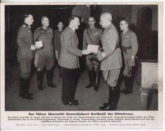 "1943, Adolf Hitler remet la ""Ritterkreuz des Eisernen Kreuzes"" au  ""Generale d'Armata"" Italo Gariboldi, commandant de la 8.Armata"