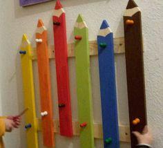 Kinder Garderobe Toddler Daycare Rooms, Preschool Set Up, Daycare Design, Kindergarten Design, Intarsia Woodworking, Kids Boutique, Toy Rooms, Wooden Diy, Classroom Decor