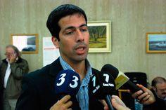 """""""El INTI Petróleo viene a fortalecer y jerarquizar a nuestra industria regional"""" http://www.ambitosur.com.ar/el-inti-petroleo-viene-a-fortalecer-y-jerarquizar-a-nuestra-industria-regional/ Así lo señaló el ministro de Hidrocarburos de Chubut, Ezequiel Cufré, durante la firma del convenio para la puesta en marcha de un centro tecnológico del INTI en Comodoro Rivadavia que le permitirá a las pymes de la región seguir creciendo en función del desarrollo, la tecnolog"""