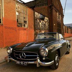 Beautiful setting ... Black Mercedes Benz #190SL / #MB #BruceAdams190SL (via: vespamt/instagram)