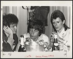 Here are some interesting black and white photos of Lou Reed, Mick Jagger and David Bowie taken by photographer Mick Rock at the Cafe Royal. David Bowie, Angie Bowie, Mick Jagger, The Thin White Duke, Ziggy Stardust, Music Photo, Glam Rock, My Favorite Music, Rolling Stones