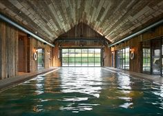 Visitors to Soho Farmhouse in Great Tew, Oxfordshire can experience rustic rural living in the English countryside with five-star services. This exclusive retreat operated by Soho House & Co is a private members' club and country hotel. Swimming Pool House, Indoor Swimming Pools, Soho House Farmhouse, Soho Farmhouse Interiors, Great Tew, Miami Beach House, Soho House Miami, Hotel Et Spa, Arquitetura