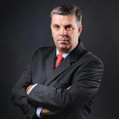 """Liderul Camerei Deputaților, Valeriu Zgonea, a declarat, marți, că dezavuează reacțiile emoționale ale lui Crin Antonescu care irită """"sutele de mii de furnici"""" PSD care-i vor face campanie la prezidențiale.  """"Eu nu mă ghidez după televiziuni și după declarațiile emoționale ale politicienilor. Eu mă ghidez după relația dintre cele două partide și eu cred că nici Antonescu, nici noi, nu dorim ca USL să se rupă. Sunt reacții emoționale pe care eu le dezavuez, din partea președintelui Senatului…"""