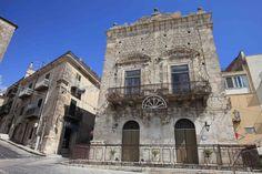 Passeggiando per la #Sicilia... #typicalsicily #Mussomeli  - Palazzo Trabia -