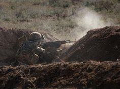 Esa noche a las 4:40 en la línea noreste de contacto de la región de Nagorno-Karabaj, un soldado armenio fue muerto por fuego enemigo.