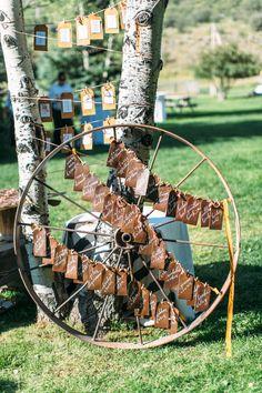 creative rustic wheel name card display wedding ideas