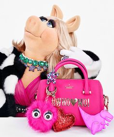 Miss Piggy designs a collection and lands a starring role in Kate Spade New York's holiday 2016 campaign. Miss Piggy Muppets, Kermit And Miss Piggy, Kermit The Frog, Kermit Face, Fraggle Rock, Kate Spade, The Muppet Show, Muppet Babies, Jim Henson