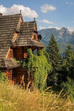 Beautiful World, Beautiful Places, Poland Culture, Zakopane Poland, Wooden Hut, Village Houses, Central Europe, Mountain Landscape, Culture Travel