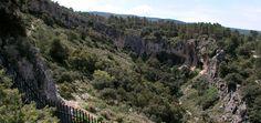 La ruta La Sarga Via Verde - Pinturas Rupestres, se articula desde la Vía Verde, desde el área recreativa del Estepar hasta llegar al del Mas de la Cova. El tramo final recorre una pista hasta llegar al Barranc de la Cova Foradada que asciende a las pinturas rupestres de la Sarga, declaradas Patrimonio de la Humanidad. #Alcoy #Alcoi #RutasVerdes