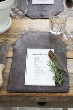 Slate roof tiles - 7 DIY placemat & charger plate ideas that will impress your guests Wedding Table, Rustic Wedding, Wedding Spot, Wedding Favors, Wedding Fun, Forest Wedding, Trendy Wedding, Place Settings, Table Settings