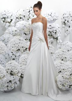 Chic A-line sleeveless satin wedding dress  // white & pearls