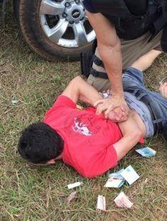 Homem é preso após tentar subornar policiais da PRF +http://brml.co/1D1nc24