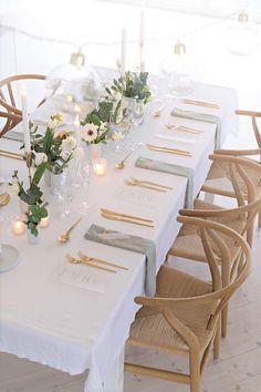 Elegant and minimalist wedding table setting