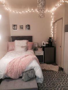 40 cute bedroom ideas for small rooms dorm room inspiration Cute Room Decor, Teen Room Decor, Small Room Decor, Small Bedroom Decor On A Budget, Wall Decor, Budget Bedroom, Room Decor With Lights, Room Decor Teenage Girl, Dorm Room Decorations