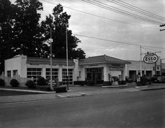 Brunton Service Station, Charlottesville from Negatives from the Charlottesville photographic studio plus an index volume  Holsinger's Studio (Charlottesville, Va.)  1890-1938  Albert and Shirley Small Special Collections Library, University of Virginia.