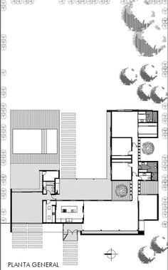 The house was projected on a peripheral and suburban area, with large lots, still little intervened and in tune with nature. These features gave proportion and materialness to the project that respects and honor the qualities of the environment. Architecture Plan, Residential Architecture, Modern House Plans, House Floor Plans, L Shaped House, Casa Patio, Architectural House Plans, Courtyard House Plans, Architecture Presentation Board