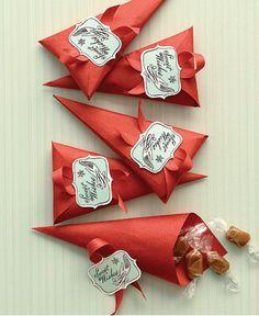 Souvenirs para cumplea�os: conos llenos de caramelos