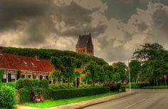 Prachtig plaatje van de Nije Poarte met de kerk