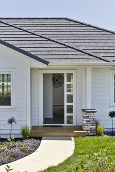 White-painted Linea Weatherboard by James Hardie brings a traditional and sophisticated look to this modern home. Traditional Home Exteriors, Traditional House, James Hardie, Aesthetic Room Decor, Fences, Cladding, House Ideas, New Homes, House Design