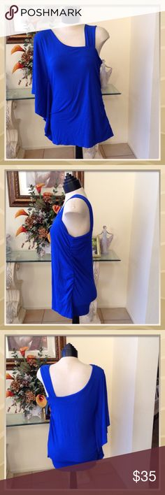 🐳BEAUTIFUL BLUE TOP🐳 Pre loved worn once for Fourth of July one shoulder top great condition Vince Camuto Tops