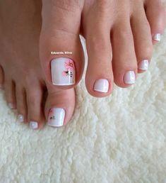 27 Modelos de Unhas com esmalte Branco Uñas Decoradas ? Pretty Toe Nails, Cute Toe Nails, Pretty Nail Art, Pretty Toes, My Nails, Toe Nail Color, Toe Nail Art, Nail Nail, Summer Toe Nails