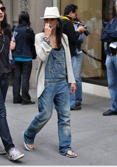 Street style Denim overall Moda Vintage, Vintage Denim, Looks Style, Looks Cool, Preppy Style, Style Me, Look 80s, Denim Fashion, Fashion Outfits