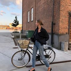breakfast with bees - out-andabout: amalie moosgaard l out-andabout Pants Outfits, Style Outfits, Fashion Outfits, Fashion Ideas, Fashion Tips, Cycle Chic, Easy Style, Style Me, Minimal Outfit