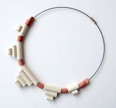 Collana girocollo in cartoncino smaltata bianco crema di Egeo, €28.00