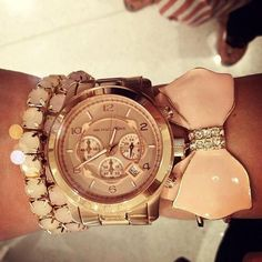 Be on time and in style with a fashionable, designer watch love love love! #michaelkors #outletsanthem