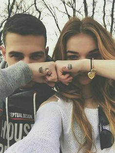 Couples' tattoos are in trend. They're now more popular than ever before, and many couples choose to get matching tattoos to portray the eternal love their . Matching Couples, Cute Couples, Tattoo Casal, Him And Her Tattoos, Henne Tattoo, Cute Couple Tattoos, Couples Finger Tattoos, Tattoos For Married Couples, Couple Tattoo Ideas