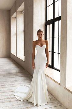 Plain Wedding Dress, Top Wedding Dresses, Wedding Dress Trends, Elegant Wedding Dress, Perfect Wedding Dress, Wedding Attire, Bridal Dresses, Bridesmaid Dresses, Fishtail Wedding Dresses