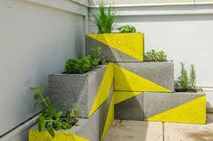 31 Clever Ways To Decorate Your Outdoor Space - ima be needing some cinderblocks.