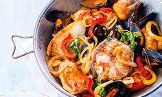 A cataplana de peixes é um prato de origem algarvia. Siga a receita e experimente juntar à cataplana de peixe alguns mexilhões. Vai ver que faz diferença.