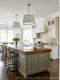New kitchen remodel pictures pendant lights ideas Classic Kitchen, New Kitchen, Kitchen Dining, Kitchen Ideas, Kitchen Paint, Awesome Kitchen, Updated Kitchen, Kitchen Decor, Dining Table