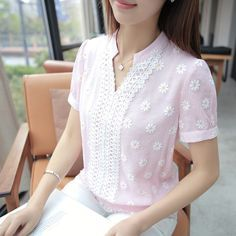 New Women Blouses Short Sleeve Summer Cotton Linen Fashion Floral Pullover Ladies Tops Shirt Female Clothing V-Neck For Girls Spieth Und Wensky, Top Chic, Blouse And Skirt, Celebrity Outfits, Lace Tops, Corsage, Shirt Blouses, Blouse Designs, Blouses For Women