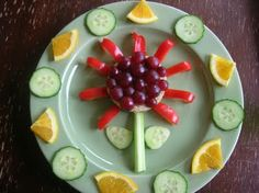 Sunflower food plate-Tons of cute ideas for kids food on this website