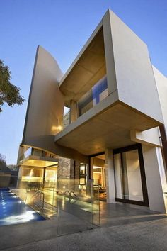 Elegant Modern Luxurious House Design with Exotic Interior Lighting_1