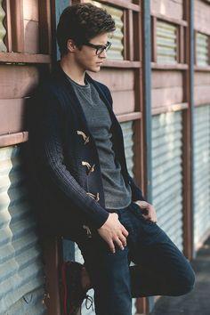 Herken je dat: wanneer je voor de kledingkast staat en je elke keer de zelfde outfit eruit pakt? Dat ene shirt dat zo goed op die broek past, is vaak de makkelijkste ...