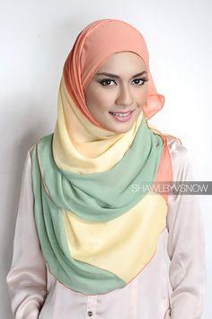 shawlbyvsnow - i luv coral and aqua tone :) Hijab Trends, Hijab Ideas, Neck Scarves, Head Scarfs, Hijab Tutorial, Unique Fashion, Fashion Design, Islamic Clothing, Islamic Fashion