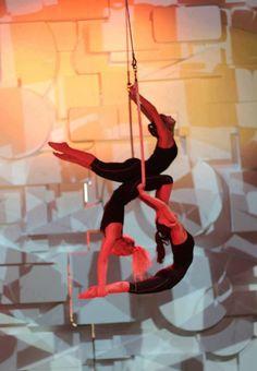 Angelika Kogut, looks like trio on single ladder? Lyra Aerial, Aerial Hammock, Aerial Acrobatics, Aerial Dance, Aerial Hoop, Aerial Arts, Aerial Silks, Gymnastics Videos, Circus Art