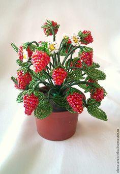 Купить Земляника из бисера (большая) - ярко-красный, клубничка, клубника, бисер, Бисероплетение, флористическая композиция