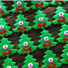 49 Ideas christmas tree decorated cookies desserts for 2019 Cute Christmas Cookies, Iced Cookies, Christmas Sweets, Noel Christmas, Holiday Cookies, Christmas Baking, Christmas Goodies, Christmas Tree Decorations, Decorated Christmas Cookies