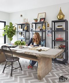 Genevieve Gorder's NYC Apartment Renovation Office - Genevieve Gorder& Big Renovation on HGTV Like this room. Large wall idea with a lighter wood desk between. Home Office Space, Home Office Design, Home Office Decor, House Design, Large Office Desk, Home Office Table, Big Desk, Dining Room Office, Office Desks