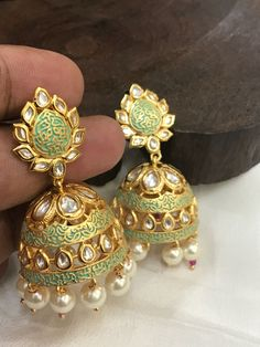 Gold Jhumka Earrings, Indian Jewelry Earrings, Head Jewelry, Jewelry Design Earrings, Gold Earrings Designs, Big Earrings, Necklace Designs, Fashion Earrings, Fashion Jewelry