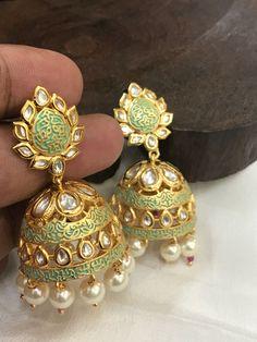 Gold Jhumka Earrings, Indian Jewelry Earrings, Head Jewelry, Jewelry Design Earrings, Gold Earrings Designs, Big Earrings, Necklace Designs, Fashion Earrings, Fashion Jewelry