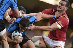 Rugby World Cup 2015 - Match Centre - Match 7 - Sept.20 2015 - Sam Warburton- Wales 54 v Uruguay 9 -  Pool A Rugby World Cup 2015 GRABBED BY THE THROAT: Uruguay scrum half Agustin Armaechea holds Wales captain Sam Warburton at arm's length